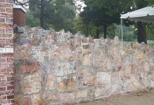ELVIS WEEK: Elvis Fans Plaza
