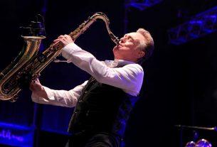 Έφυγε από τη ζωή ο Brian Travers, σαξοφωνίστας των UB40....